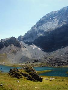 0-2005.08.09-12 Refuge de Barroude - Grand lac et Falaise